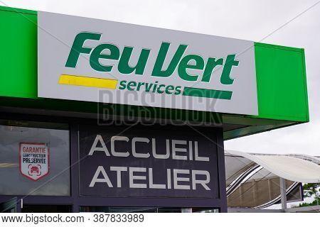 Bordeaux , Aquitaine / France - 09 25 2020 : Feu Vert Services Shop Logo And Text Sign Of French Aut