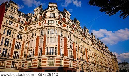 Brussels, Belgium - May 11, 2018: Wonderful Views Of The City Streets Of The Old Part Of Brussels On