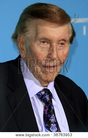 LOS ANGELES - OCT 23:  Sumner Redstone arrives at the