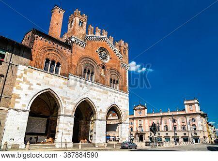 Palazzo Comunale, Also Called Palazzo Gotico On Piazza Cavalli In Piacenza, Italy