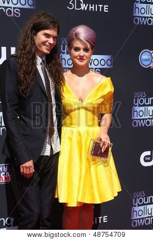 LOS ANGELES - AUG 1:  Matthew Mosshart, Kelly Osbourne arrives at the 2013 Young Hollywood Awards at the Broad Stage on August 1, 2013 in Santa Monica, CA