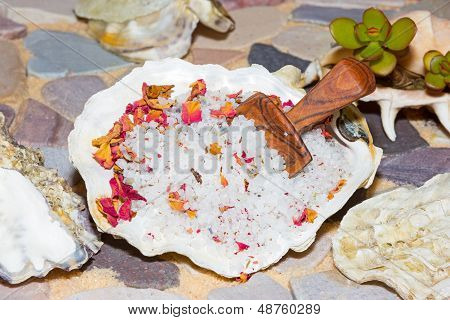 Marine Sea Salt With Floral Potpourri