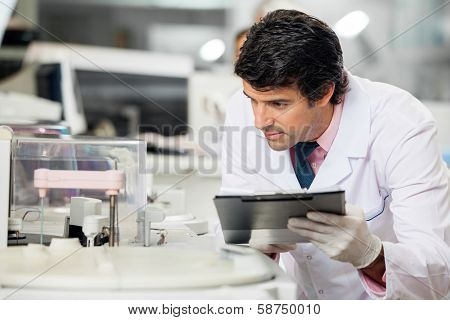 Male scientist observing experiment in laboratory