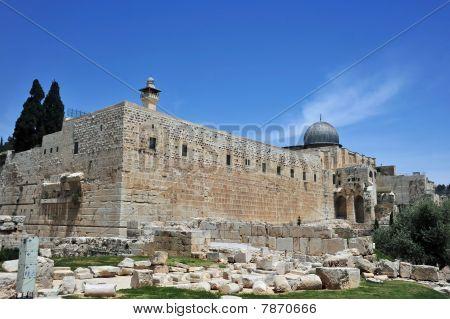 Walls around Temple Mount