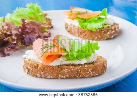 Sandwiches With Salmon And Cream Cheese