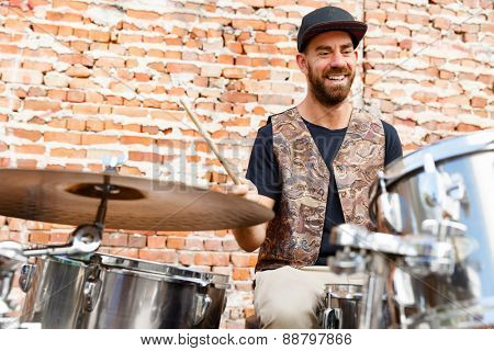 A street muscian playing drums