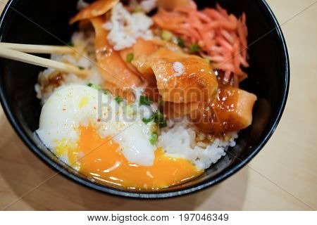 Japanese food rice bowl with raw salmon and onsen egg