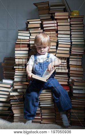 children read book
