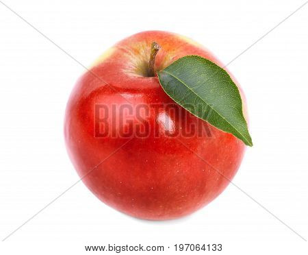Close-up of a refreshing whole apple, isolated over the bright white background. A colourful, sweet, juicy apple fruit, full of vitamins. Nutritious healthful breakfasts and snacks.