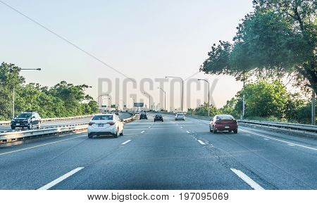 Philadelphia, Usa - June 11, 2017: Road On Interstate Highway 95 With Cars And Traffic And Cityscape