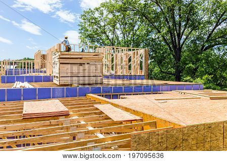 Fairfax, Usa - January 20, 2017: Construction Workers Building New Modern Townhouses On Mount Vineya