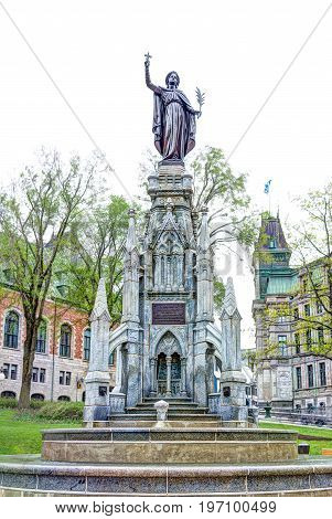 Quebec City, Canada - May 29, 2017: Fountain Called Monument De La Foi By Hotel Chateau Frontenac