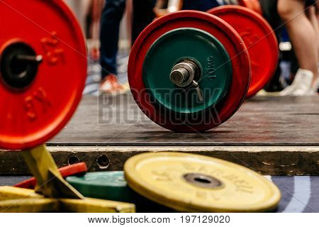 barbell with plates on floor for deadlifts powerlifting