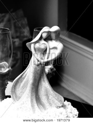 Black And White Bride And Groom Figurine 2