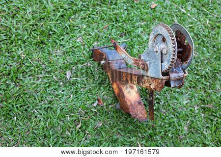 The Old damaged pulley in the garden.