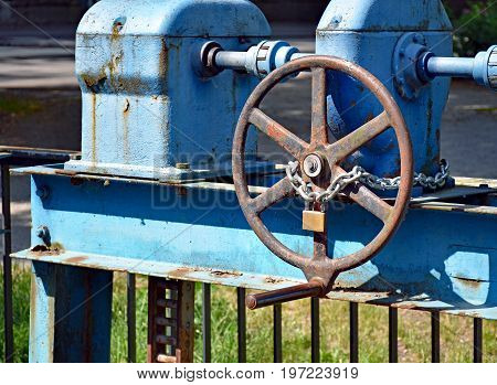 With a lock secured wheel on a water sluice