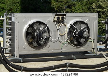 Cooling appliance of air conditioning system for large buildings