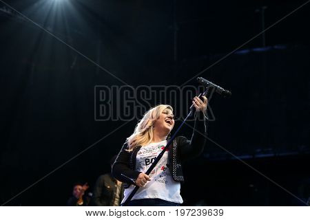 WANTAGH, NY-MAY 31: Singer Kelly Clarkson performs onstage at 103.5 KTU's KTUphoria 2015 at Nikon at Jones Beach Theater on May 31, 2015 in Wantagh, NY.