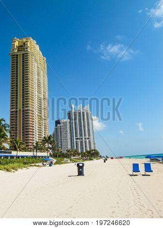 Sunny Isles Beach, Usa - March 22, 2011: Hotel Beachfront Resorts With Acqualina Skyscraper And Ocea