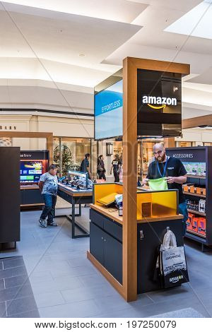 Fairfax, Usa - February 18, 2017: Amazon Storen Inside In Mall With Technology Items For Sale And Cl