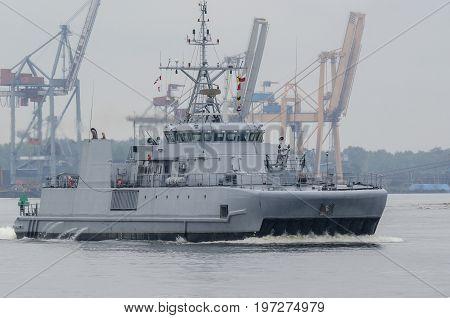 MINEHUNTER - The Norwegian warship leaves the port