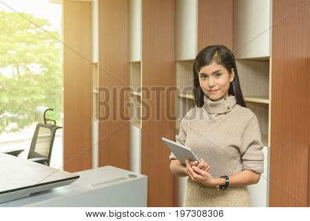 Portrait of young asian beautiful professional business woman in office