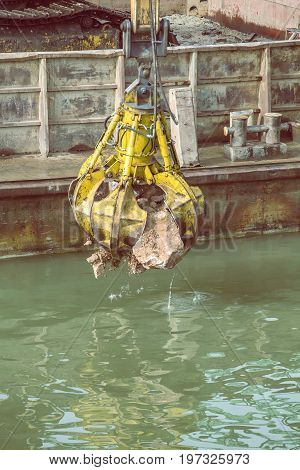 Excavator On Barge With Hydraulic Rotator Stone Grab 4