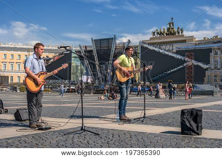 Saint Petersburg, Russia - June 17, 2017: Street musicians play on Palace square outside the Hermitage. In the background the Arch of the General staff and preparing for the holiday Scarlet sails.