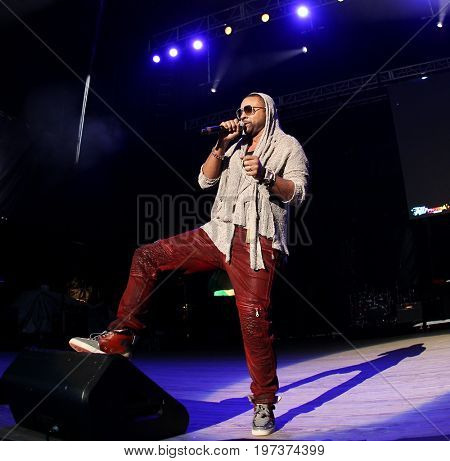 WANTAGH, NY-MAY 31: Singer Shaggy performs onstage at 103.5 KTU's KTUphoria 2015 at Nikon at Jones Beach Theater on May 31, 2015 in Wantagh, NY.