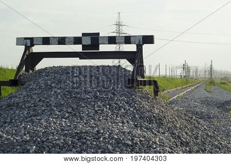 The train stalled, the receding road to the station