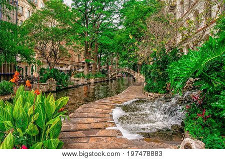 Quiet early morning on the San Antonio Riverwalk