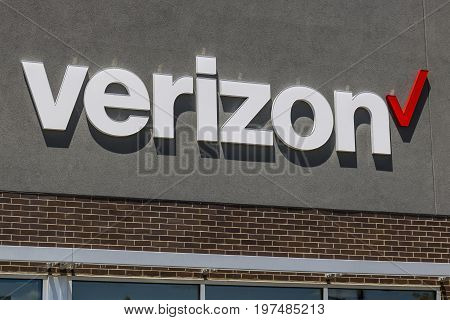 Indianapolis - Circa July 2017: Verizon Wireless Retail Location. Verizon is the largest U.S. wireless communications service provider XIX