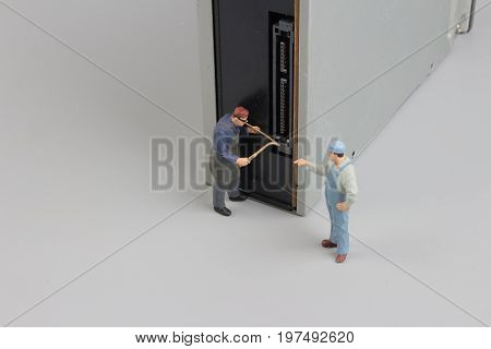 Mini Engineer And Worker Meeting And  Cd Rom