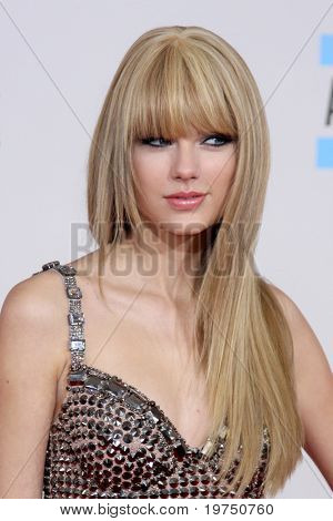 LOS ANGELES - NOV 21:  Taylor Swift arrives at the 2010 American Music Awards at Nokia Theater on November 21, 2010 in Los Angeles, CA