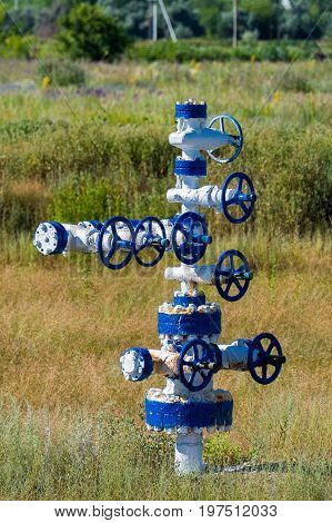 The pipe and valve of oil fields. equipment for oil and gas development.