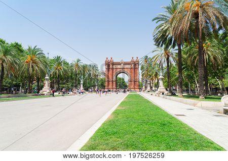 Passeig de Luis Companys and Arc de Triomf, Barcelona