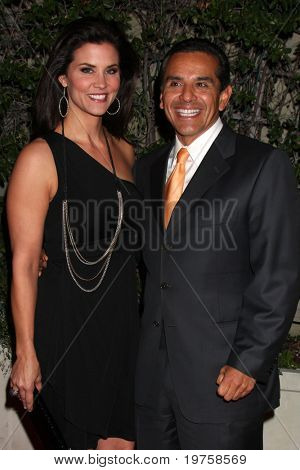 LOS ANGELES - DEC 16:  Lu Parker, Los Angeles Mayor Antonio Villaraigosa arrive at CNN's 'Larry King Live' final broadcast party at Spago on December 16, 2010 in Beverly HIlls, CA.
