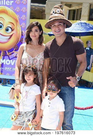 LOS ANGELES - JUL 23:  Mario Lopez, Courtney Laine Mazza, Dominic Lopez, Gia Francesca Lopez arrives for the