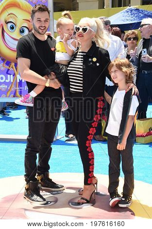 LOS ANGELES - JUL 23:  Christina Aguilera, Matthew Rutler, Max Liron Bratman, Summer Rain Rutler arrives for the