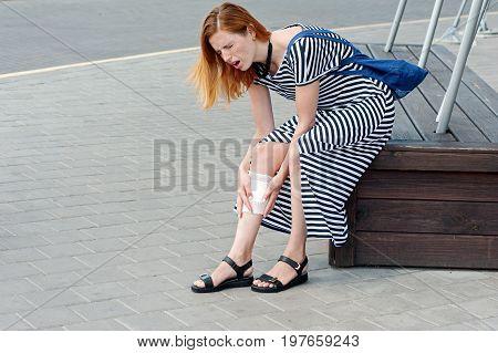 Beautiful Woman Injury Leg Street 03
