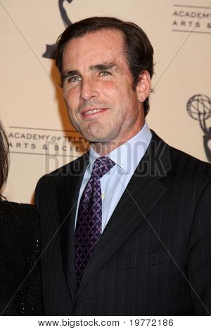 BEVERLY HILLS - JAN 20:  Bob Woodruff arrives at the ATAS Hall of Fame Committee's 20th Annual Induction Gala at Beverly Hills Hotel on January 20, 2011 in Beverly Hills, CA