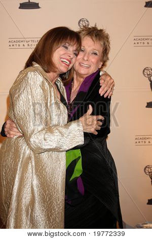 BEVERLY HILLS - JAN 20:  Valerie Harper, Cloris Leachman arrives at the ATAS Hall of Fame Committee's 20th Annual Induction Gala at Beverly Hills Hotel on January 20, 2011 in Beverly Hills, CA