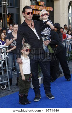 LOS ANGELES - JAN 23:  Gavin Rossdale with sons Kingston and Zuma arrives at the