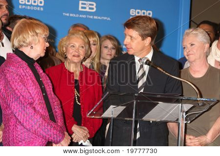 LOS ANGELES - FEB 7:  Kathryn Joosten (L), with Bold & Beautiful Cast and Brad Bell at the 6000th Show Celebration at The Bold & The Beautiful at CBS Television City on February 7, 2011 in Los Angeles, CA