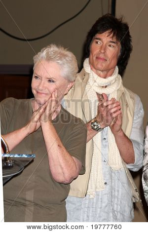 LOS ANGELES - FEB 7:  Susan Flannery, Ronn Moss at the 6000th Show Celebration at The Bold & The Beautiful at CBS Television City on February 7, 2011 in Los Angeles, CA