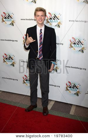 LOS ANGELES - FEB 10:  Kenton Duty arrives at the 2011 FAAN Los Angeles Gala  at El Rey Theater on February 10, 2011 in Los Angeles, CA