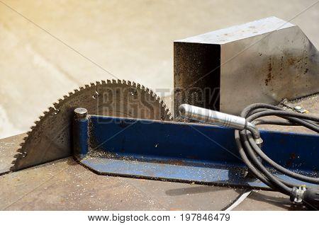 Electric Aluminium cutting table. Site aluminium cutting machine.