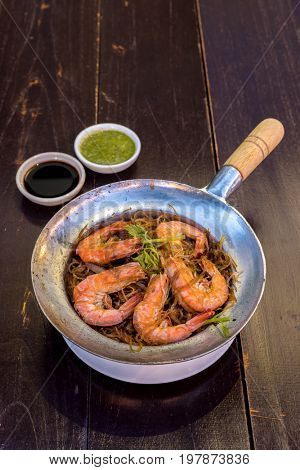 Steamed Shrimp with vermicelli in pot
