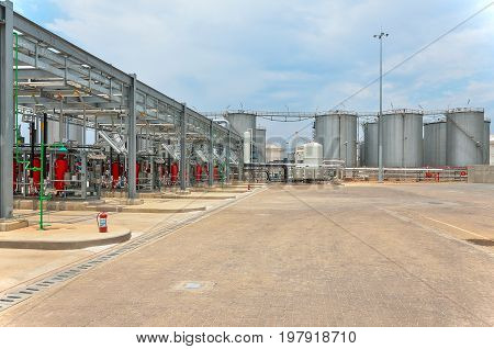 Bottom loading tank trucks terminal with tank farms