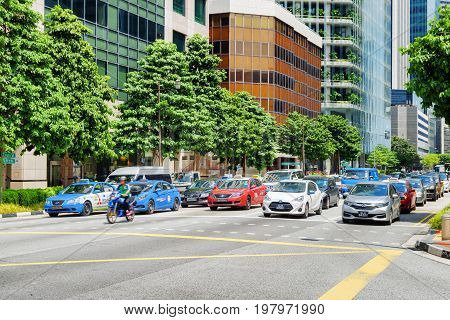 Daily Traffic At Upper Cross Street. Taxi And Personally Cars